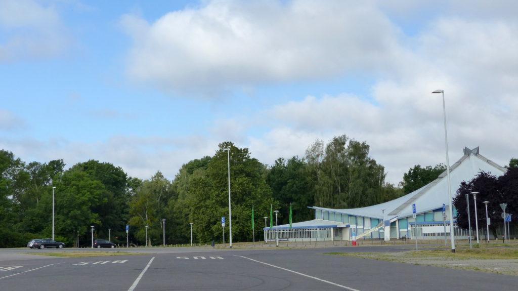StadthalleNB_mit Parkplatz(c)B. Schaeffer-1